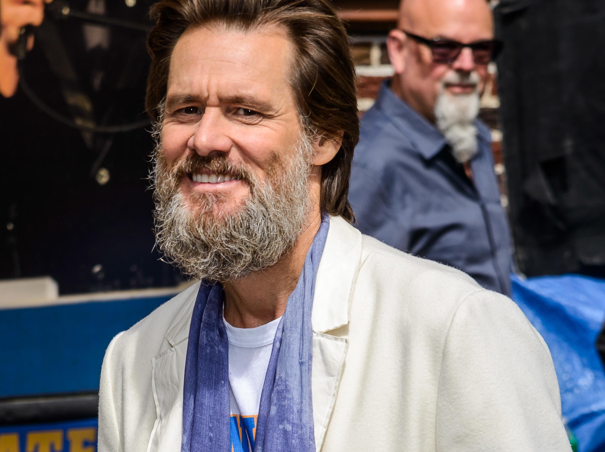 Jim Carrey avec une barbe pas vraiment soignée