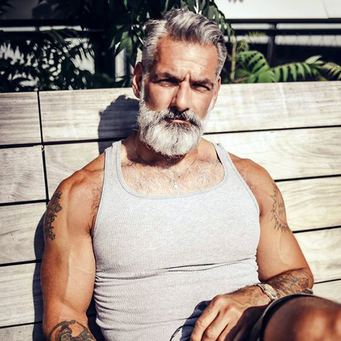 Homme barbu Anthony Varecchia
