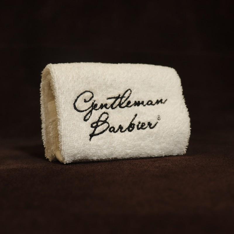 serviette de rasage gentleman barbier pour aider à la préparation du rasage