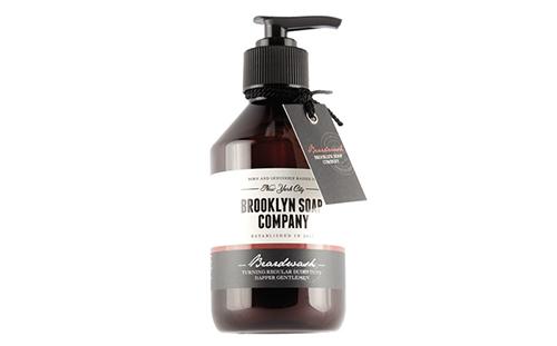 Shampooing pour la barbe de chez Brooklyn Soap Co., fabriqué en Allemagne.
